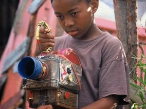 Secuencia de 'The Wooden camera', de Ntshayheni Wa Luruli (2003).-