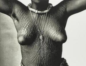 Chica Dahomey / Fotografía de Irving Penn (1967).-